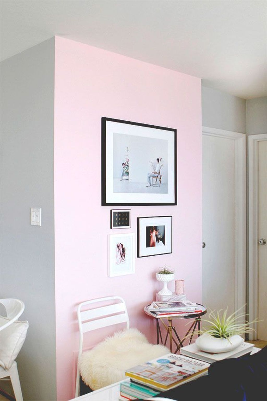 Gorgeous Pink Accent Living Room Decorating Ideas 09