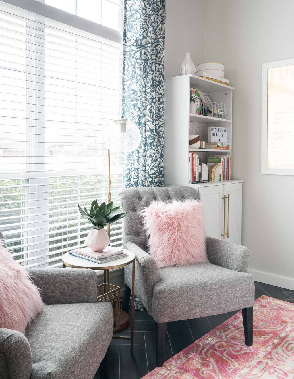 Gorgeous Pink Accent Living Room Decorating Ideas 18