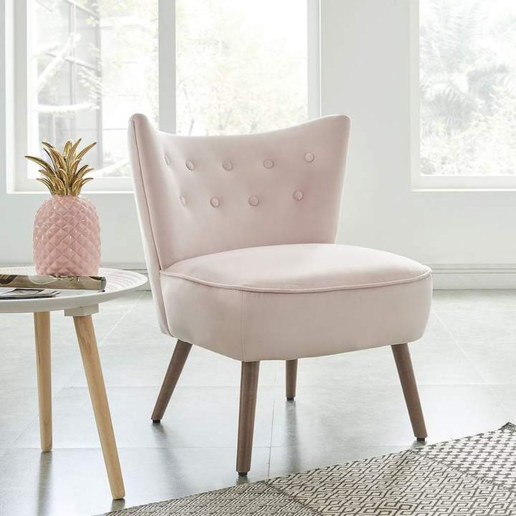 Gorgeous Pink Accent Living Room Decorating Ideas 31