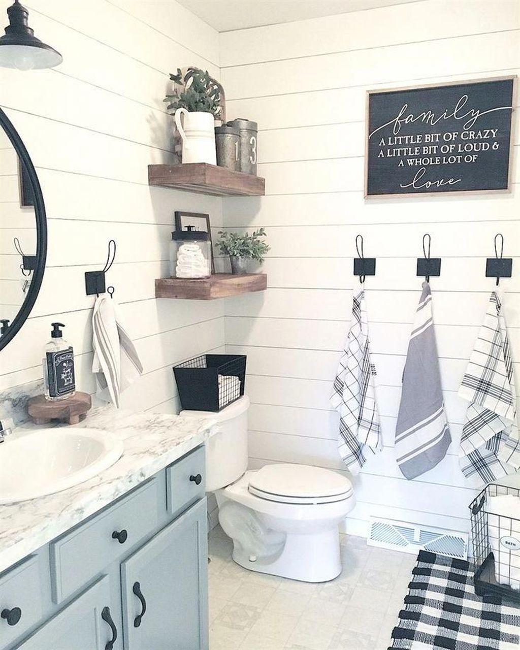 Inspiring Small Modern Farmhouse Bathroom Design Ideas 18