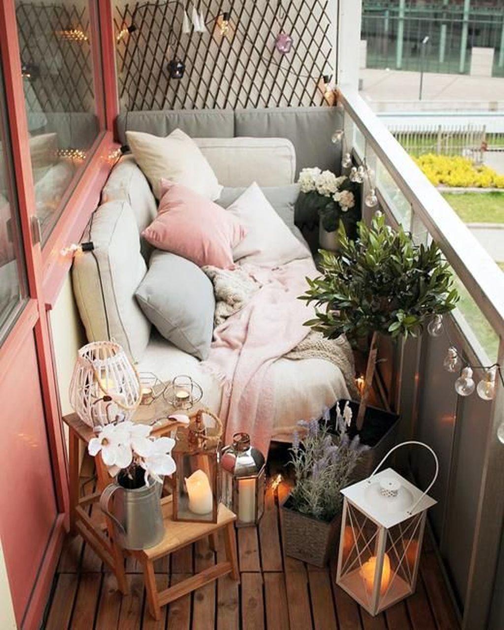 Inspiring Summer Apartment Balcony Decoration Ideas 02