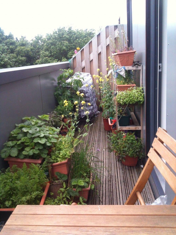 Inspiring Summer Apartment Balcony Decoration Ideas 19