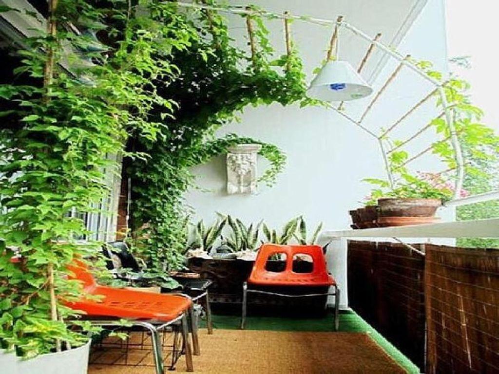 Inspiring Summer Apartment Balcony Decoration Ideas 21