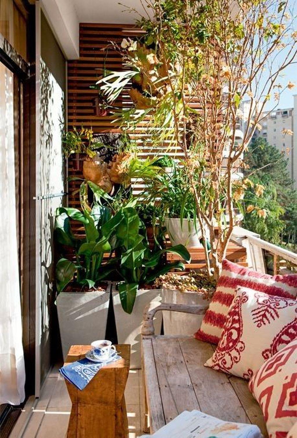 Inspiring Summer Apartment Balcony Decoration Ideas 23