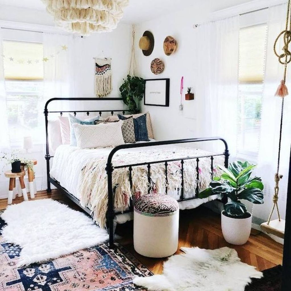Lovely Eclectic Bedroom Decor Ideas 13