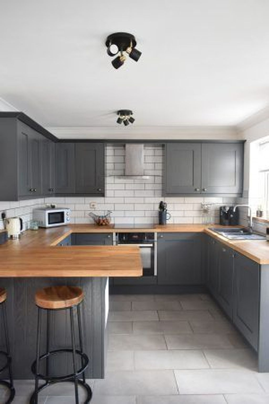 Lovely Grey White Kitchen Design Ideas 11
