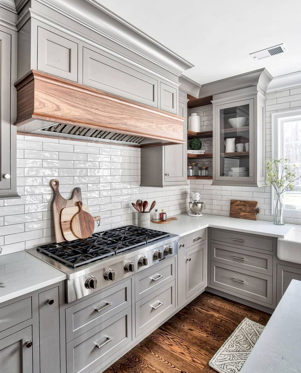 Lovely Grey White Kitchen Design Ideas 19