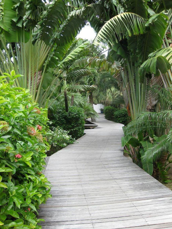 Lovely Tropical Garden Design Ideas 30