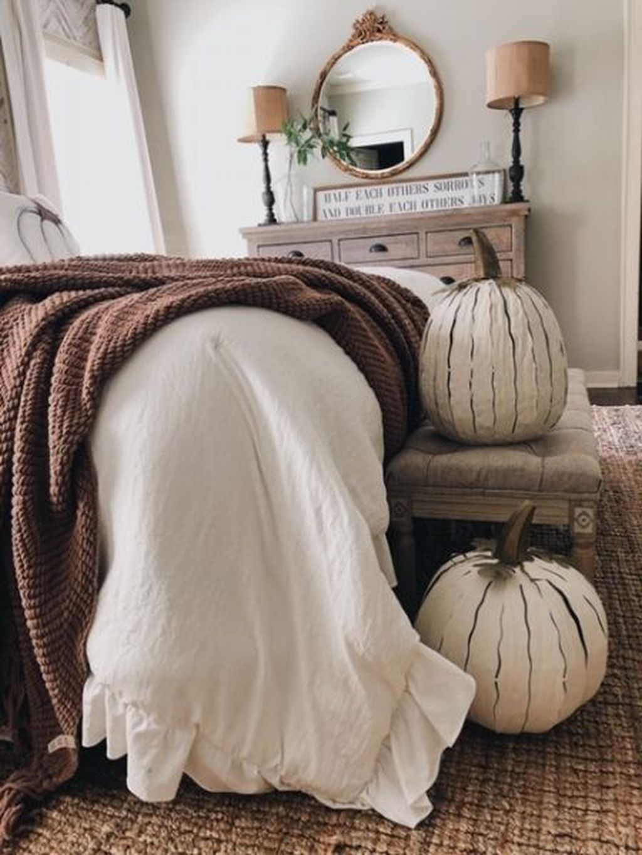 Nice Fall Bedroom Decor Ideas 17