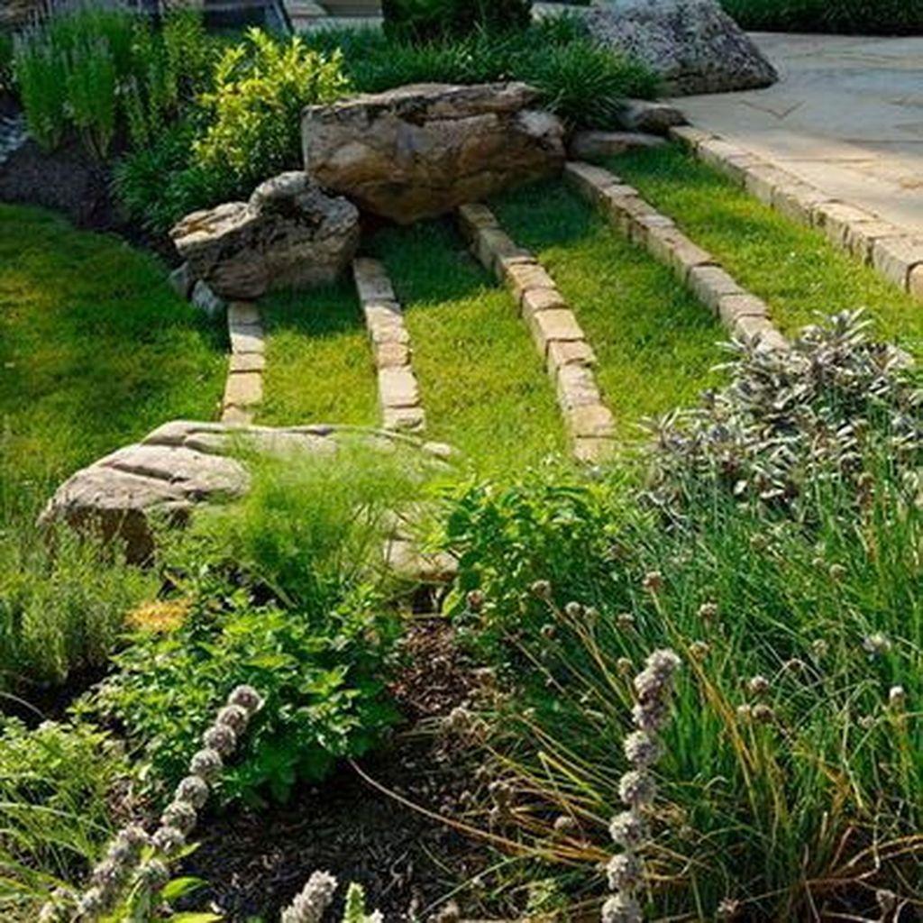 Popular Terraced Landscaping Slope Yard Design Ideas 27