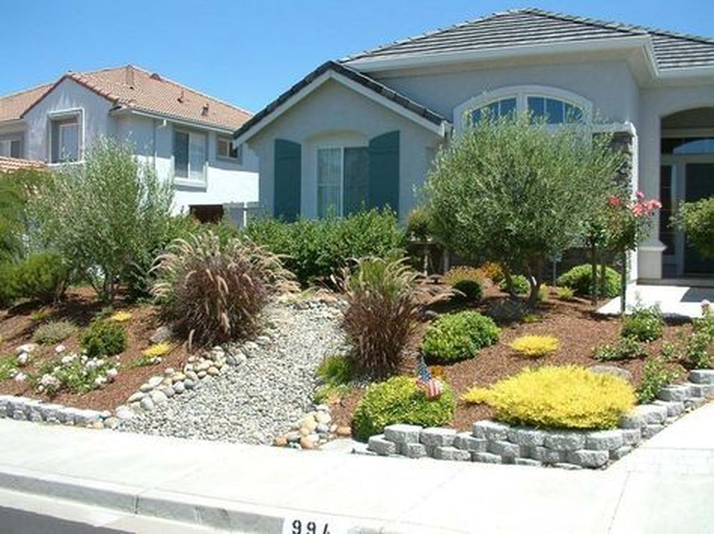 Popular Xeriscape Landscape Ideas For Your Front Yard 20