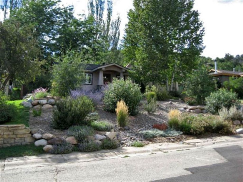 Popular Xeriscape Landscape Ideas For Your Front Yard 25
