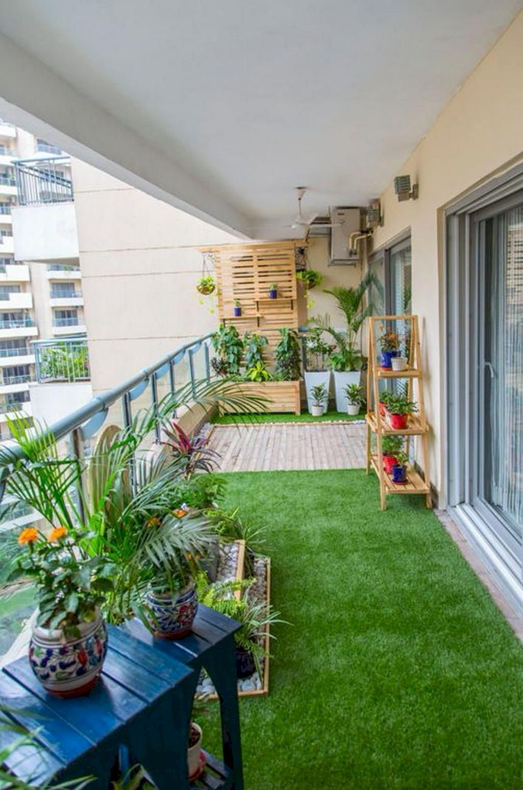 Stunning Apartment Garden Design Ideas 18