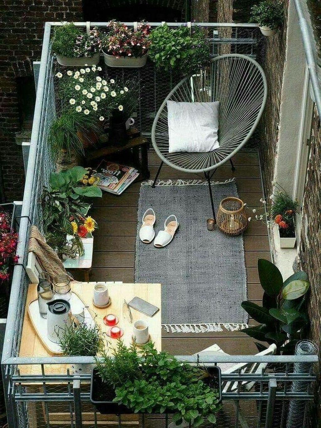 Stunning Apartment Garden Design Ideas 28