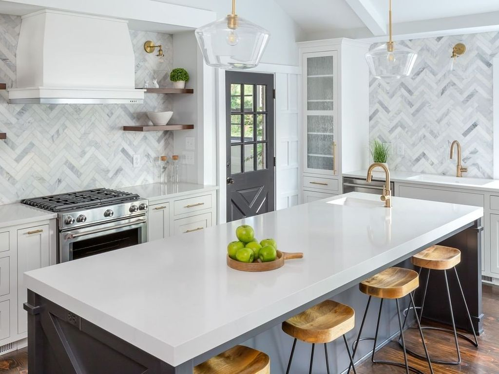 Stunning Glass Backsplash Kitchen Ideas 11