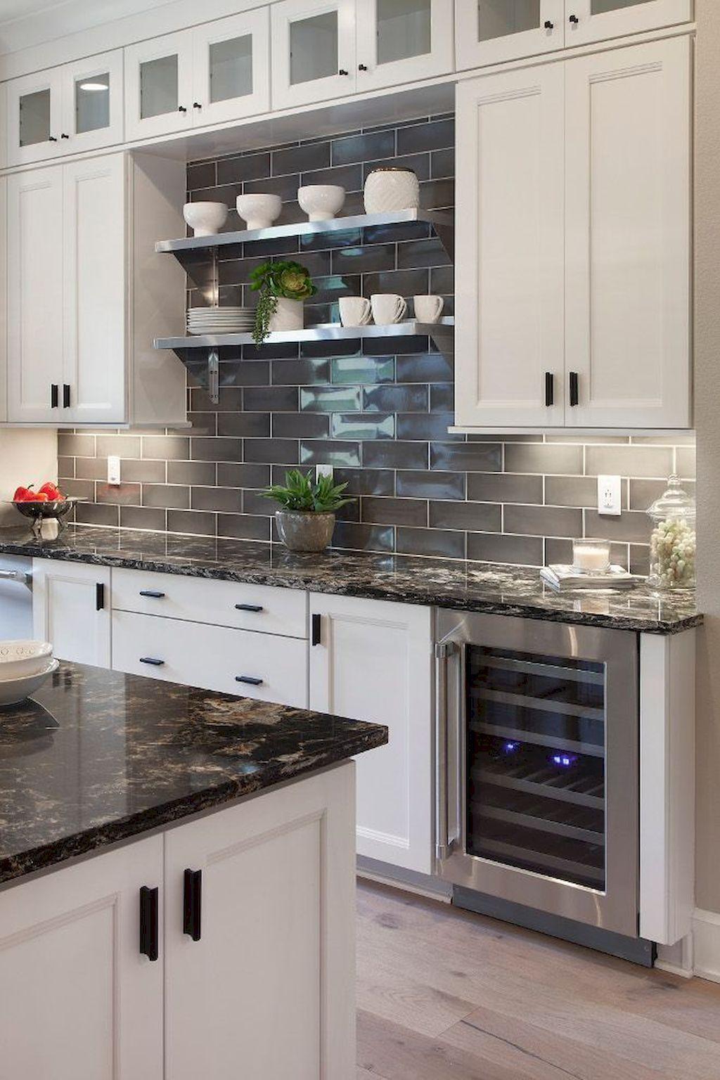 Stunning Glass Backsplash Kitchen Ideas 22