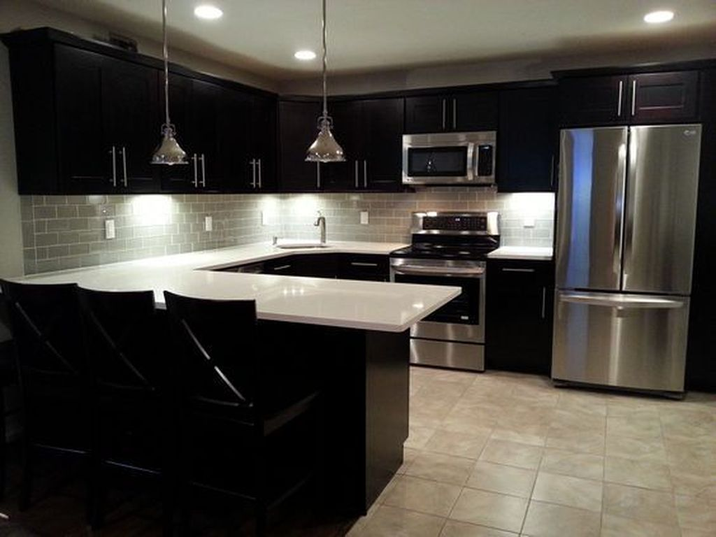 Stunning Glass Backsplash Kitchen Ideas 29