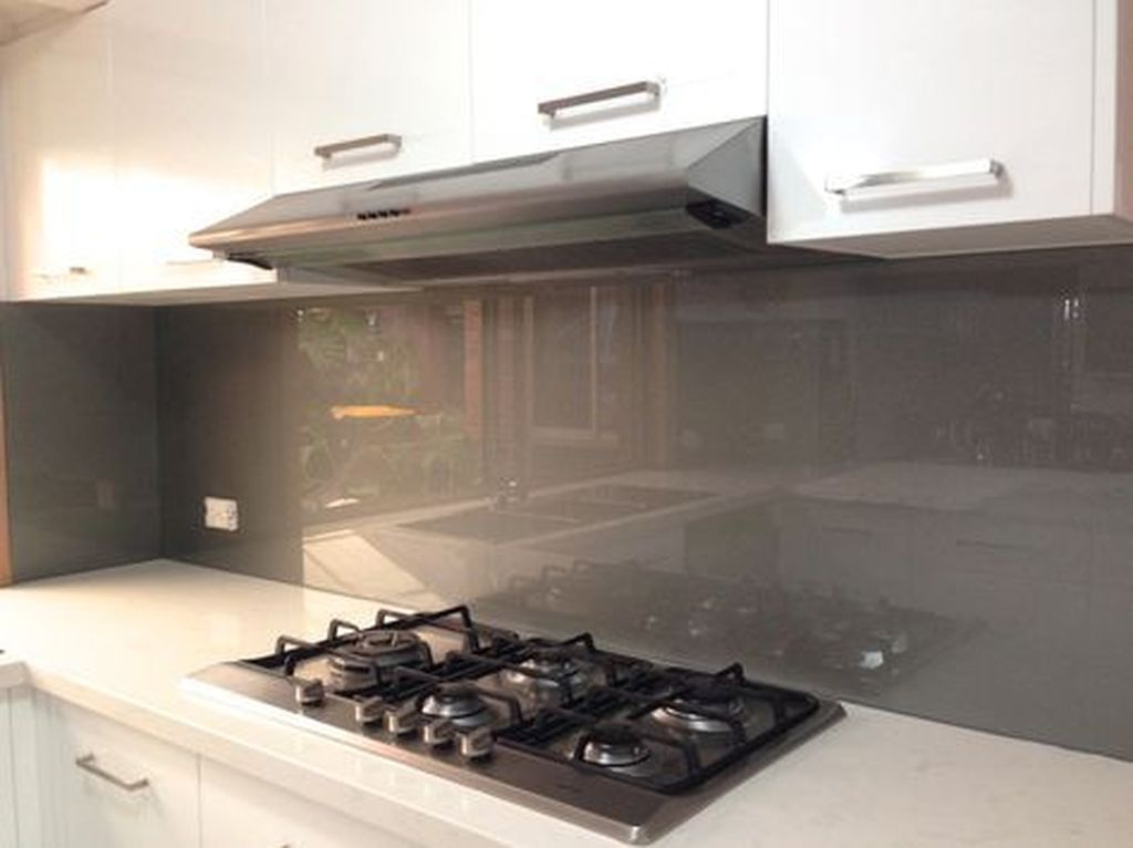 Stunning Glass Backsplash Kitchen Ideas 30