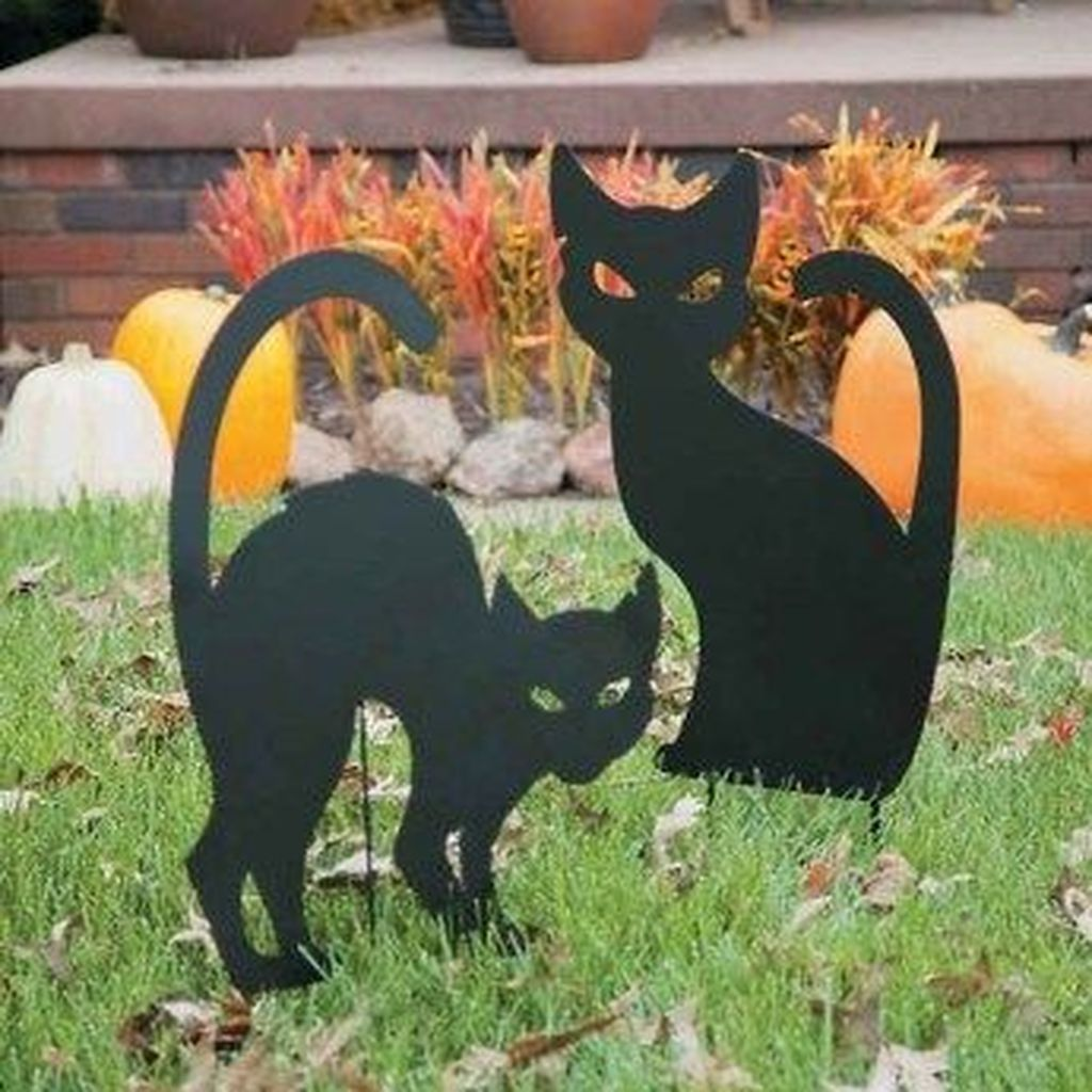 The Best Halloween Garden Decor Ideas 01