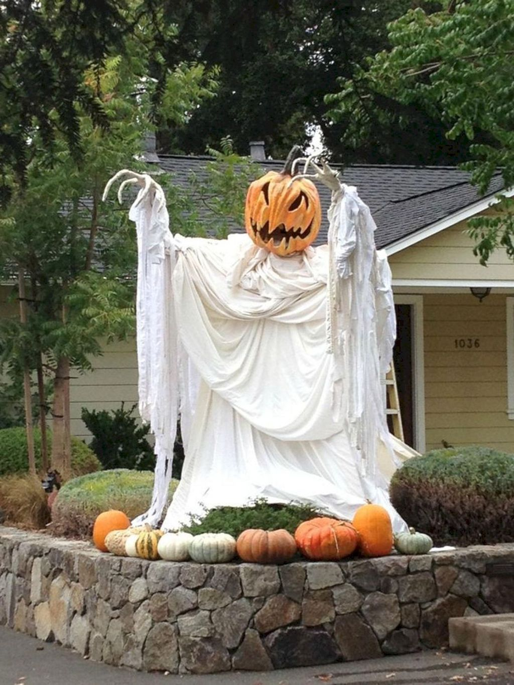 The Best Halloween Garden Decor Ideas 19
