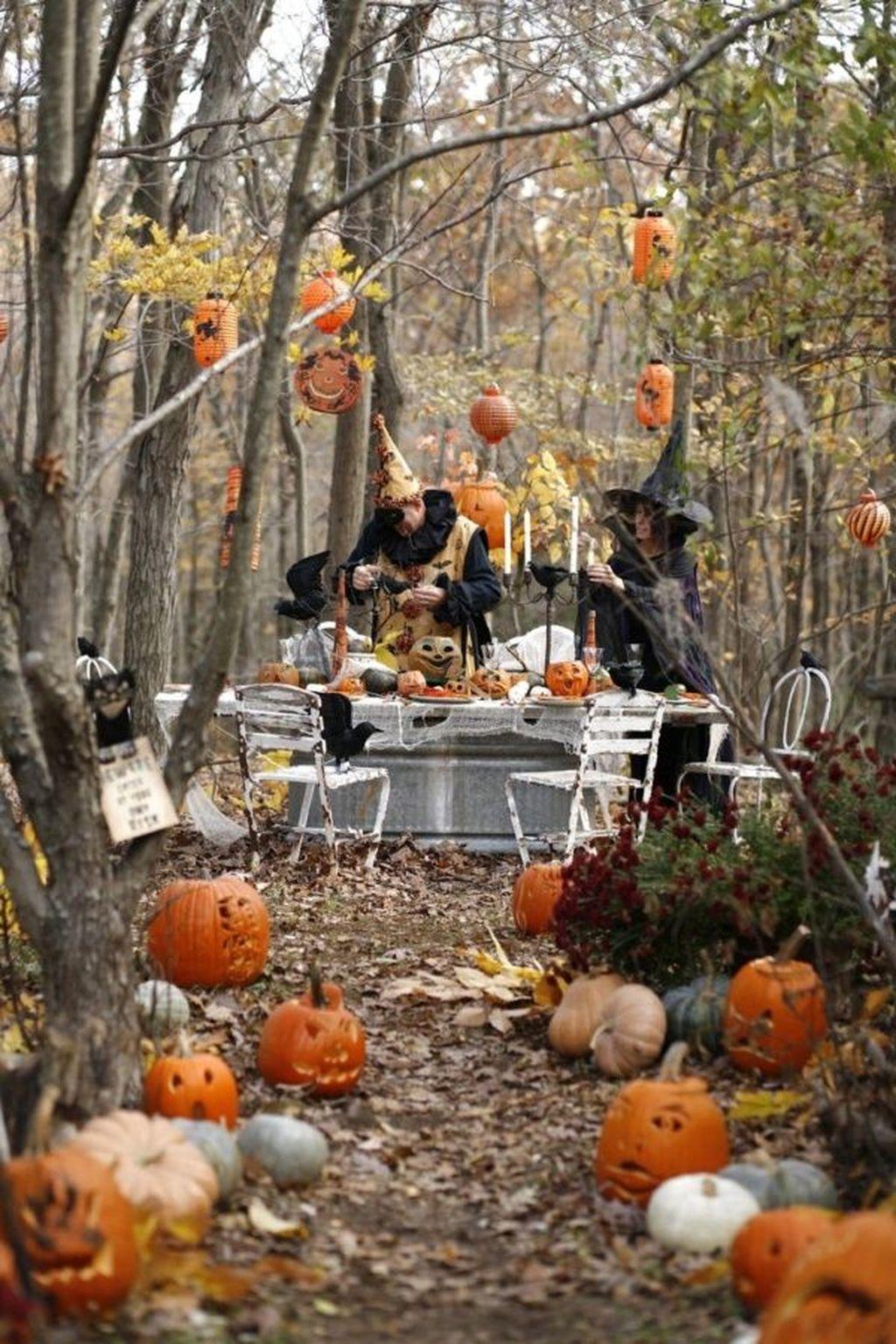 The Best Halloween Garden Decor Ideas 24