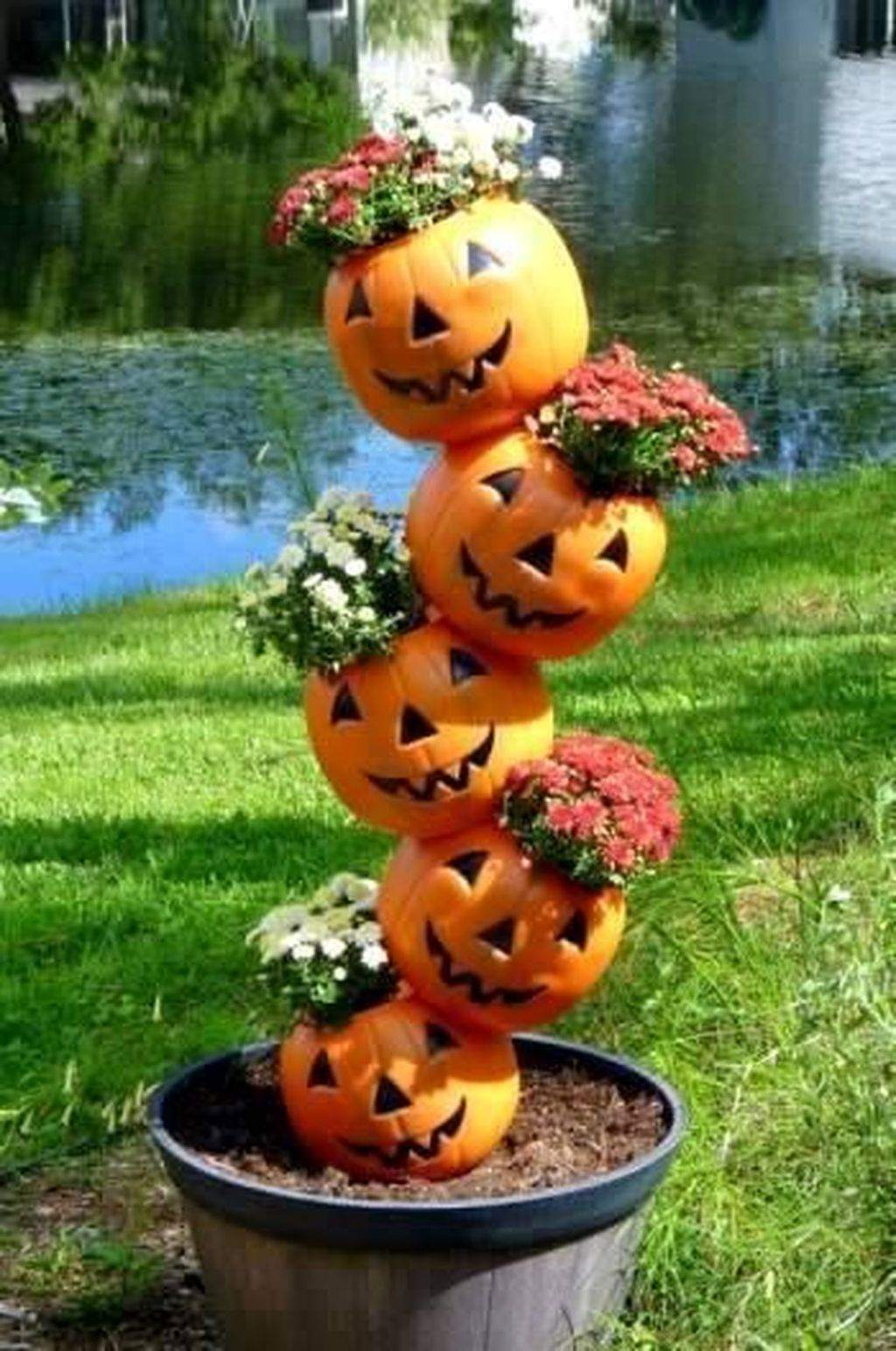 The Best Halloween Garden Decor Ideas 27