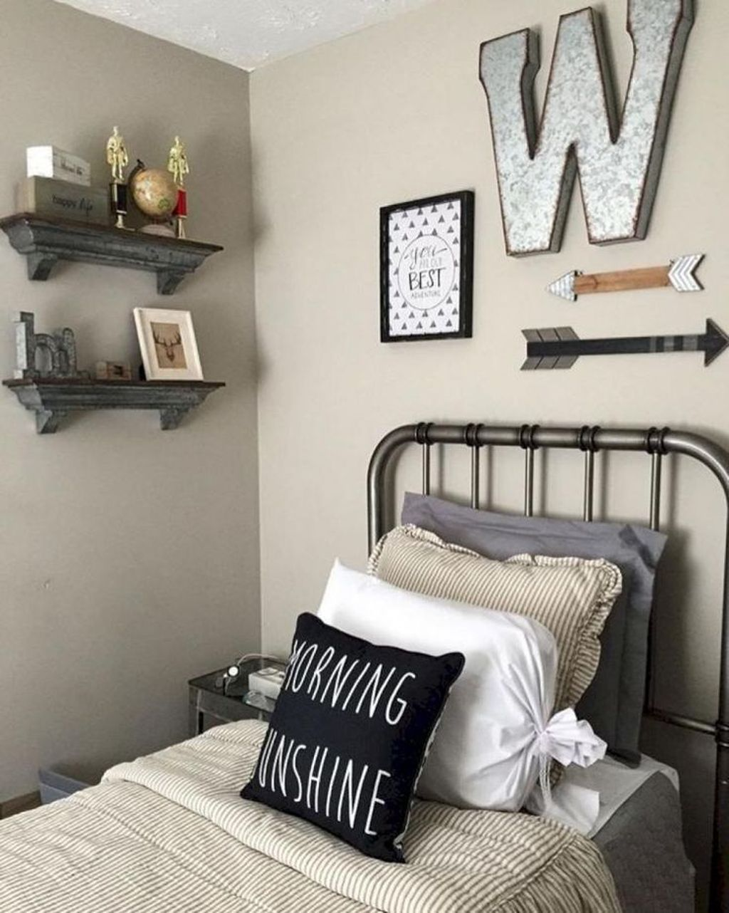 The Best Small Master Bedroom Design Ideas WIth Farmhouse Style 06