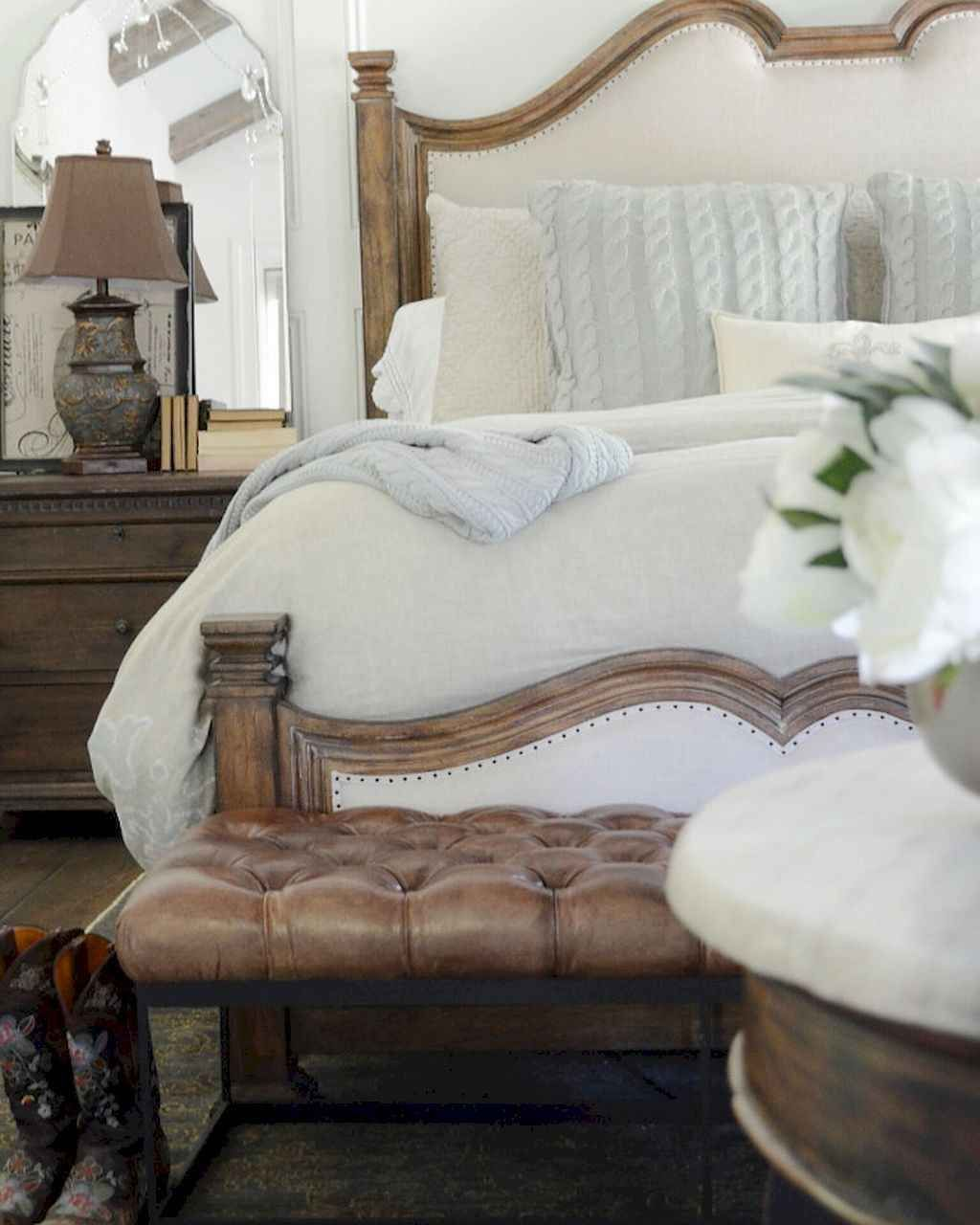 The Best Small Master Bedroom Design Ideas WIth Farmhouse Style 11