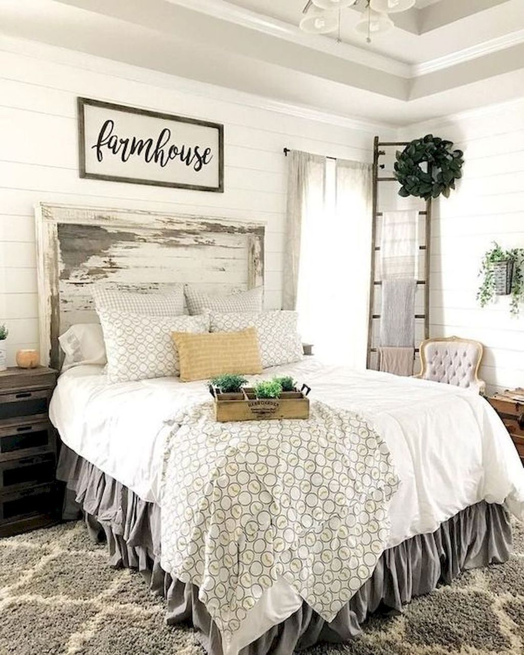 The Best Small Master Bedroom Design Ideas WIth Farmhouse Style 20