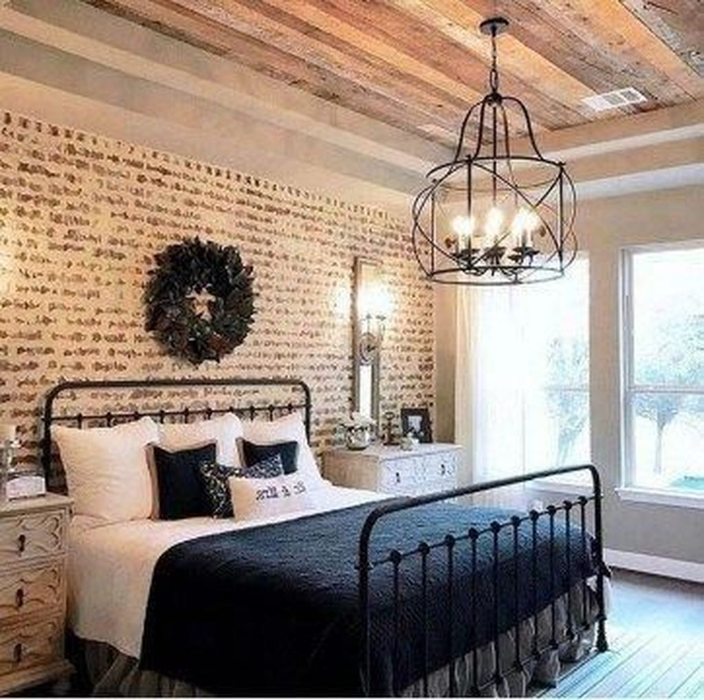 The Best Small Master Bedroom Design Ideas WIth Farmhouse Style 27