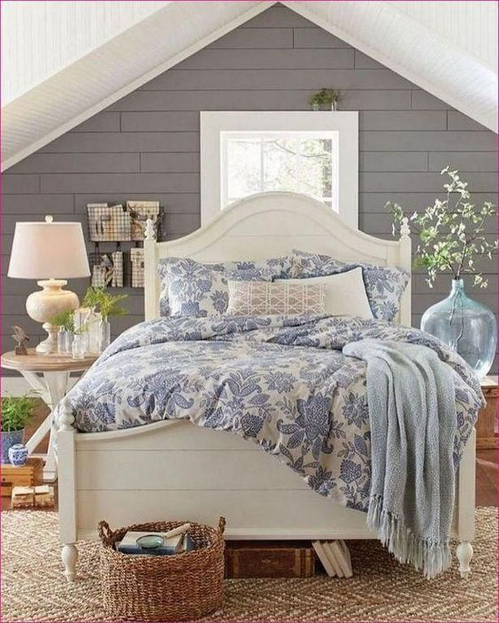 The Best Small Master Bedroom Design Ideas WIth Farmhouse Style 30