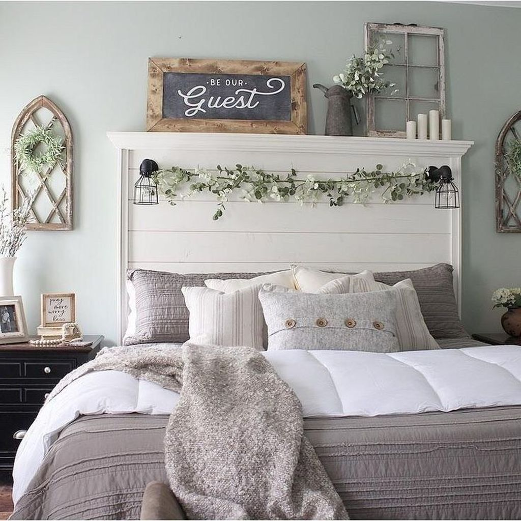 The Best Small Master Bedroom Design Ideas WIth Farmhouse Style 32