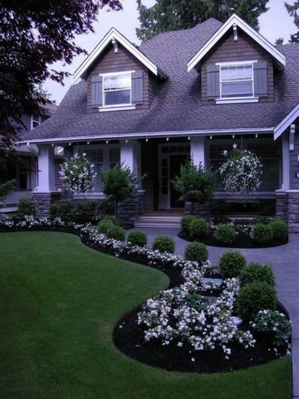 Wonderful Evergreen Landscape Ideas For Front Yard 29