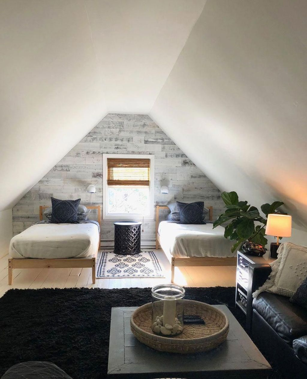 Amazing Attic Bedroom Design Ideas That You Will Like 21