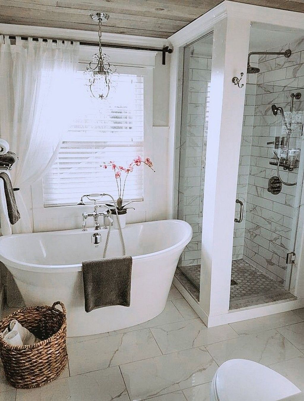 Amazing Farmhouse Bathroom Decor Ideas 18