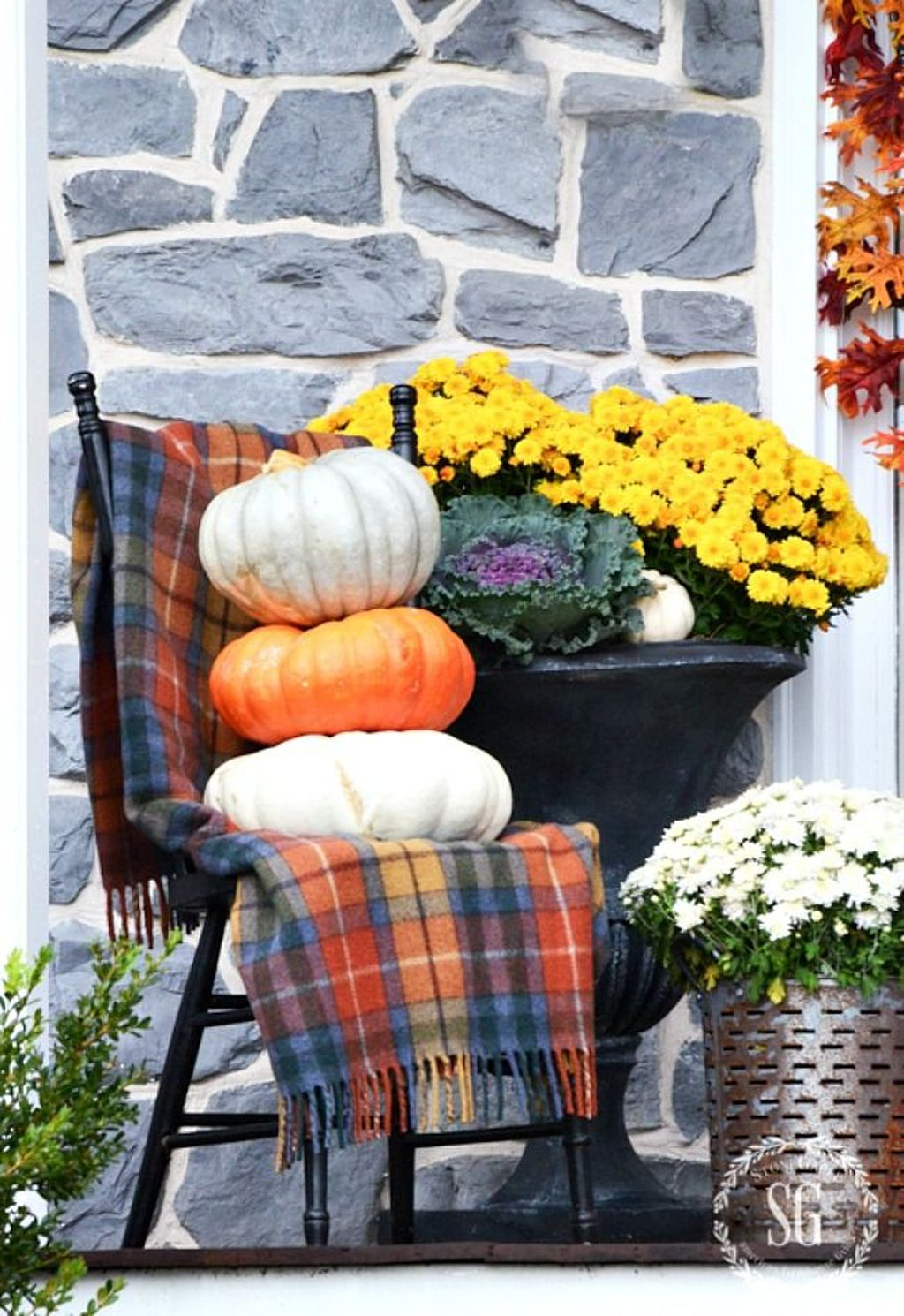 Amazing Front Porch Fall Decor Ideas That You Never Seen Before 10