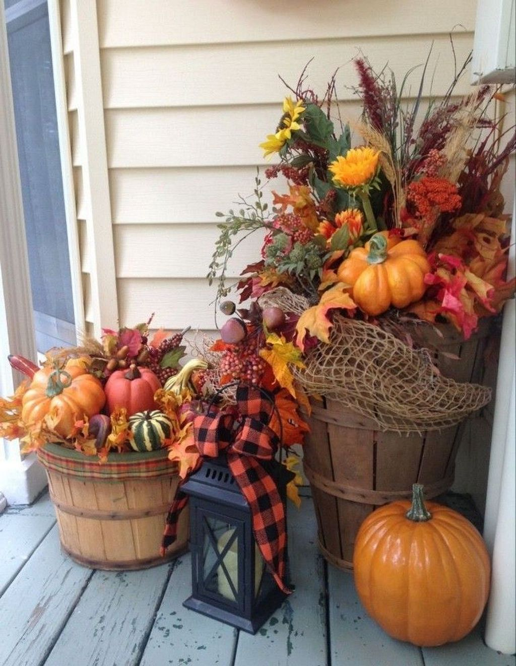 Amazing Front Porch Fall Decor Ideas That You Never Seen Before 16