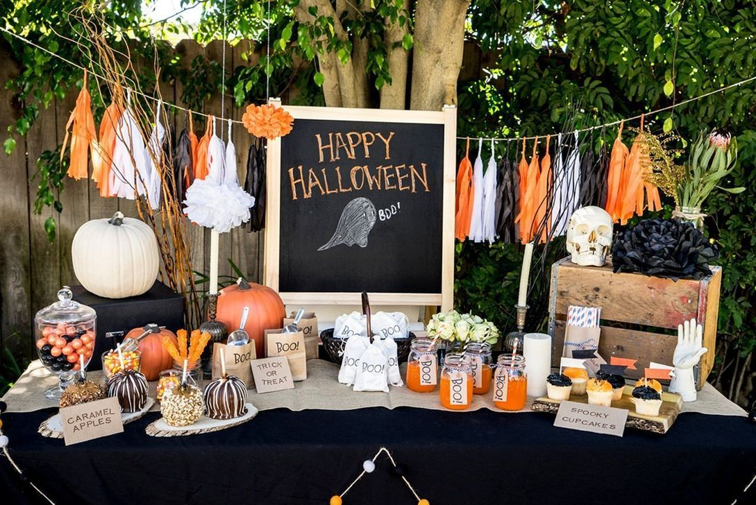 Awesome Halloween Backyard Party Decorations Ideas 06