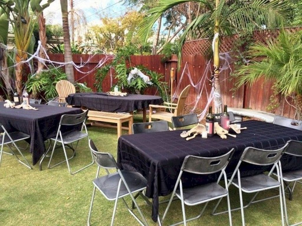 Awesome Halloween Backyard Party Decorations Ideas 19