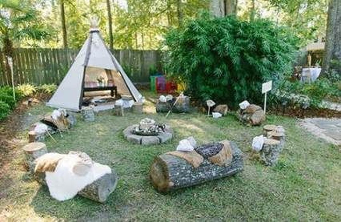 Awesome Halloween Backyard Party Decorations Ideas 21