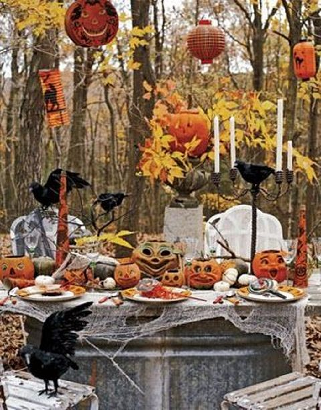 Awesome Halloween Backyard Party Decorations Ideas 24