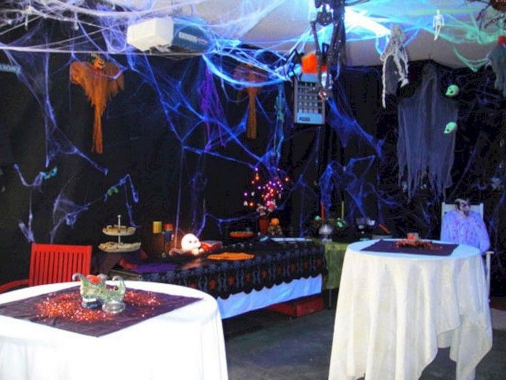 Awesome Halloween Backyard Party Decorations Ideas 25