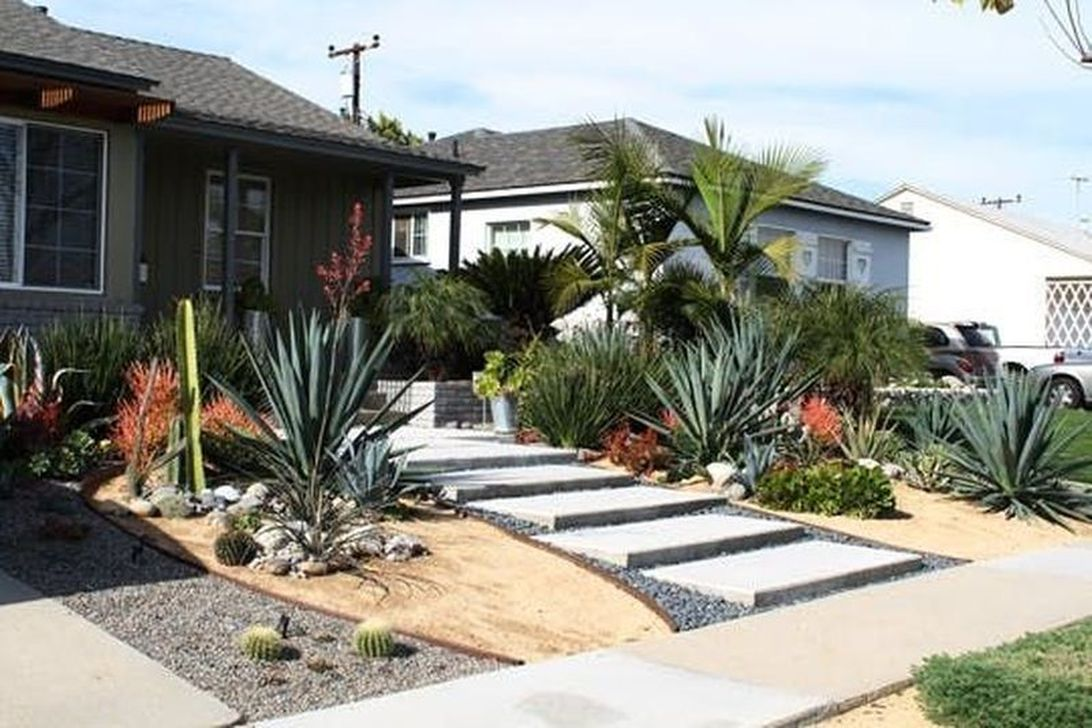 Awesome Succulent Front Yard Landscaping Ideas 15