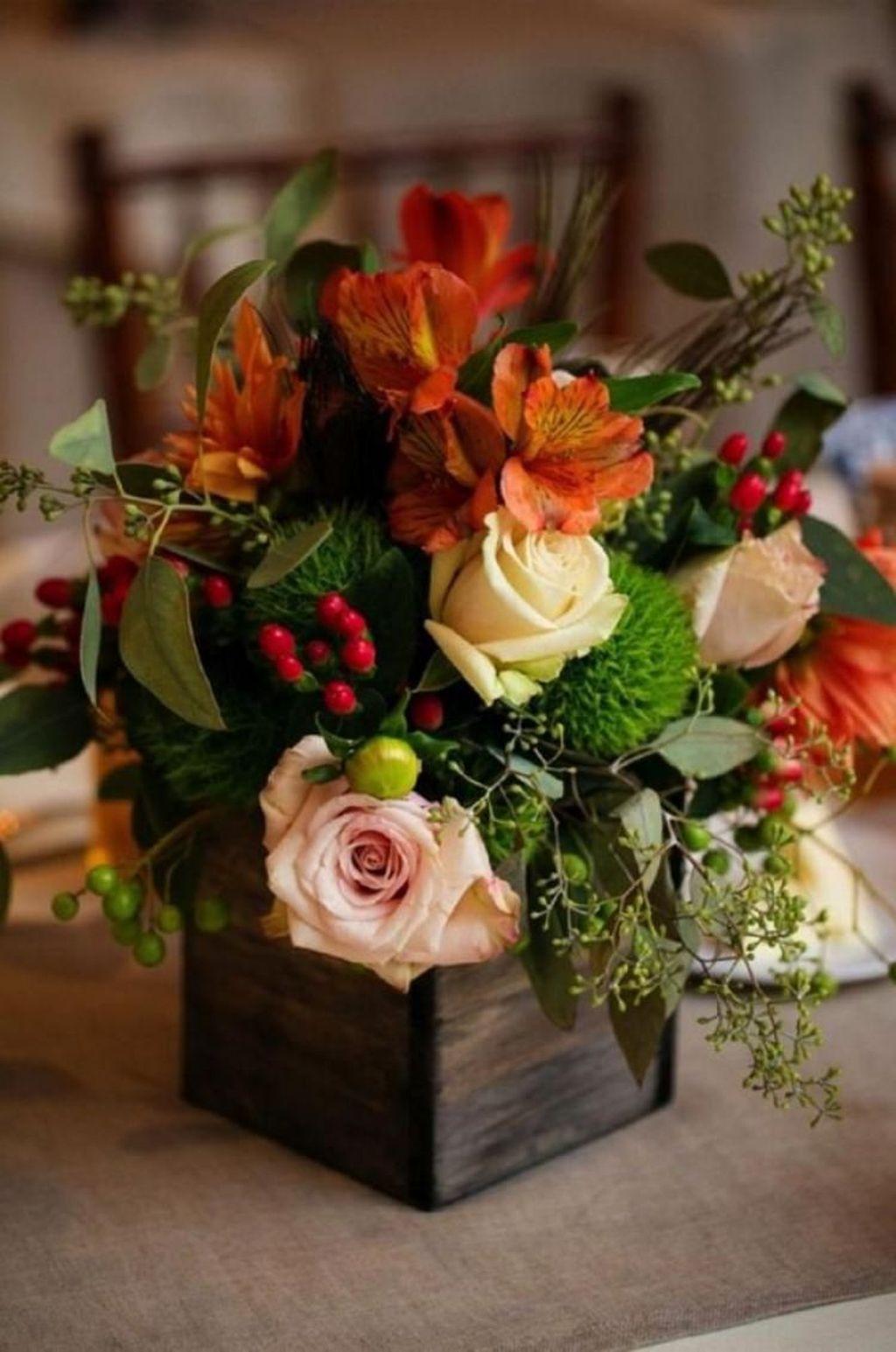 Beautiful Fall Flower Arrangement Design Ideas For Living Room Decor 17