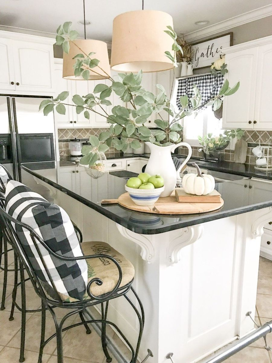 Beautiful Fall Theme Kitchen Island Decor Ideas 28