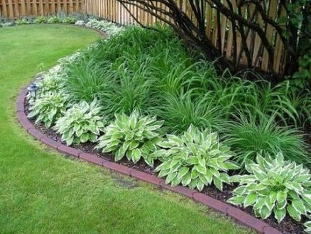 Beautiful Flower Beds Design Ideas In Front Of House 06