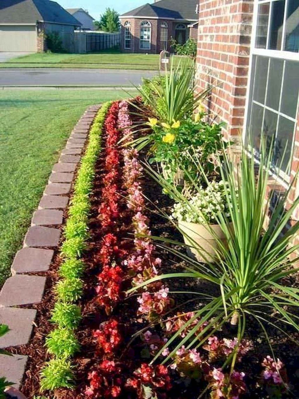 Beautiful Flower Beds Design Ideas In Front Of House 15