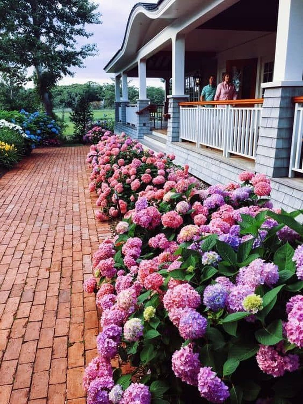 Beautiful Flower Beds Design Ideas In Front Of House 18