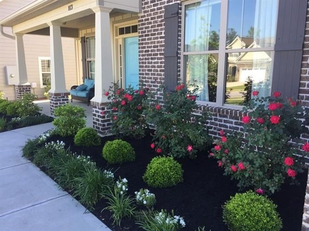 Beautiful Flower Beds Design Ideas In Front Of House 20