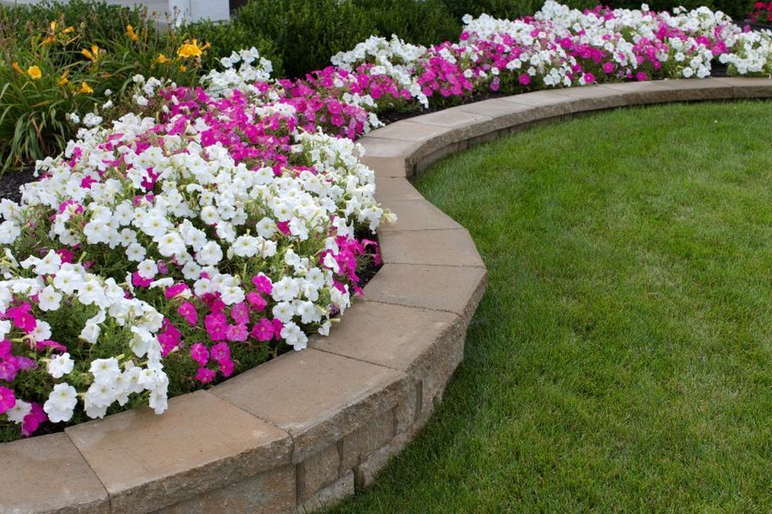 Beautiful Flower Beds Design Ideas In Front Of House 21
